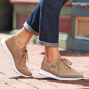 Vionic Taylor suede tan sneakers Size 8.